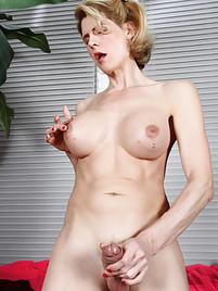 Shemale Masturbation Porn at Shemale Sex Pics
